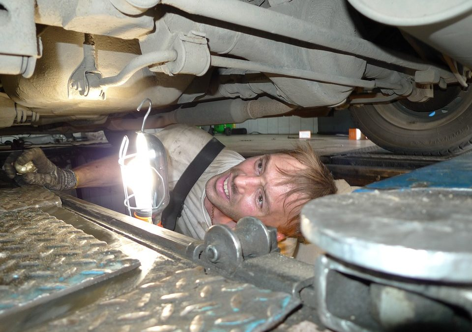 What's the Difference Between a Car Service and an MOT?